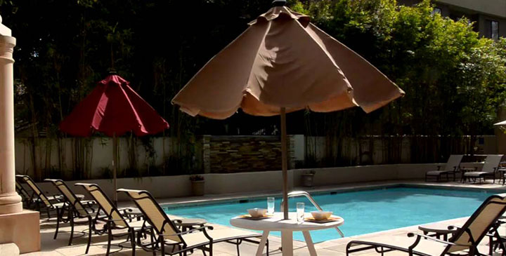automatic-parasol-by-pool