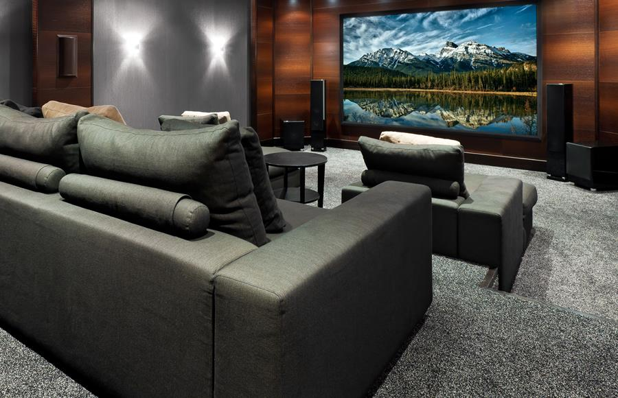 home-cinema-with-mountains